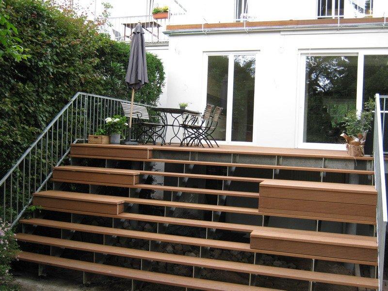 terrasse mit treppe. Black Bedroom Furniture Sets. Home Design Ideas