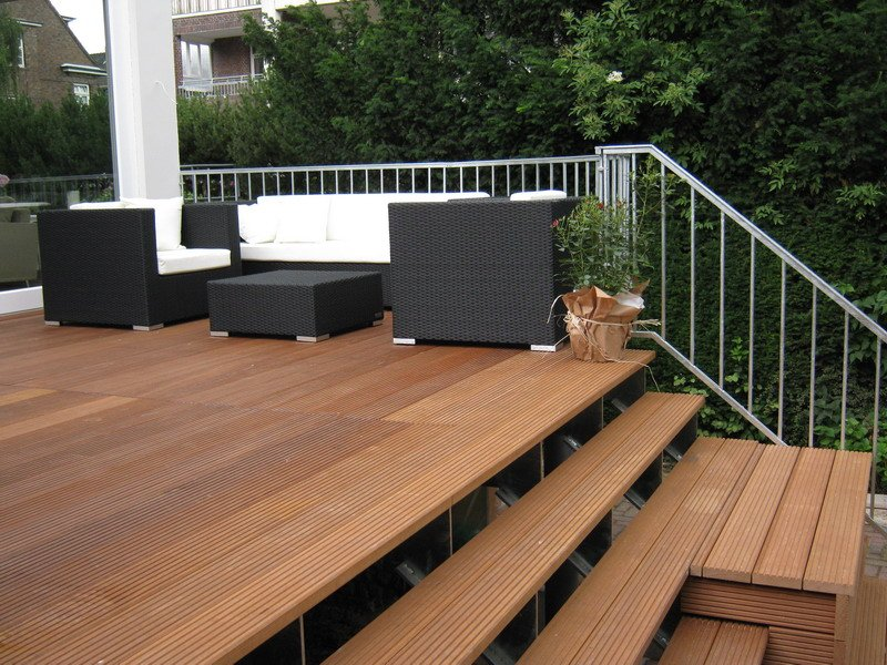 terrasse mit treppe. Black Bedroom Furniture Sets. Home Design Ideas